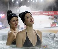 高清:城会玩!美女滑雪赛场泡温泉秀傲人身材