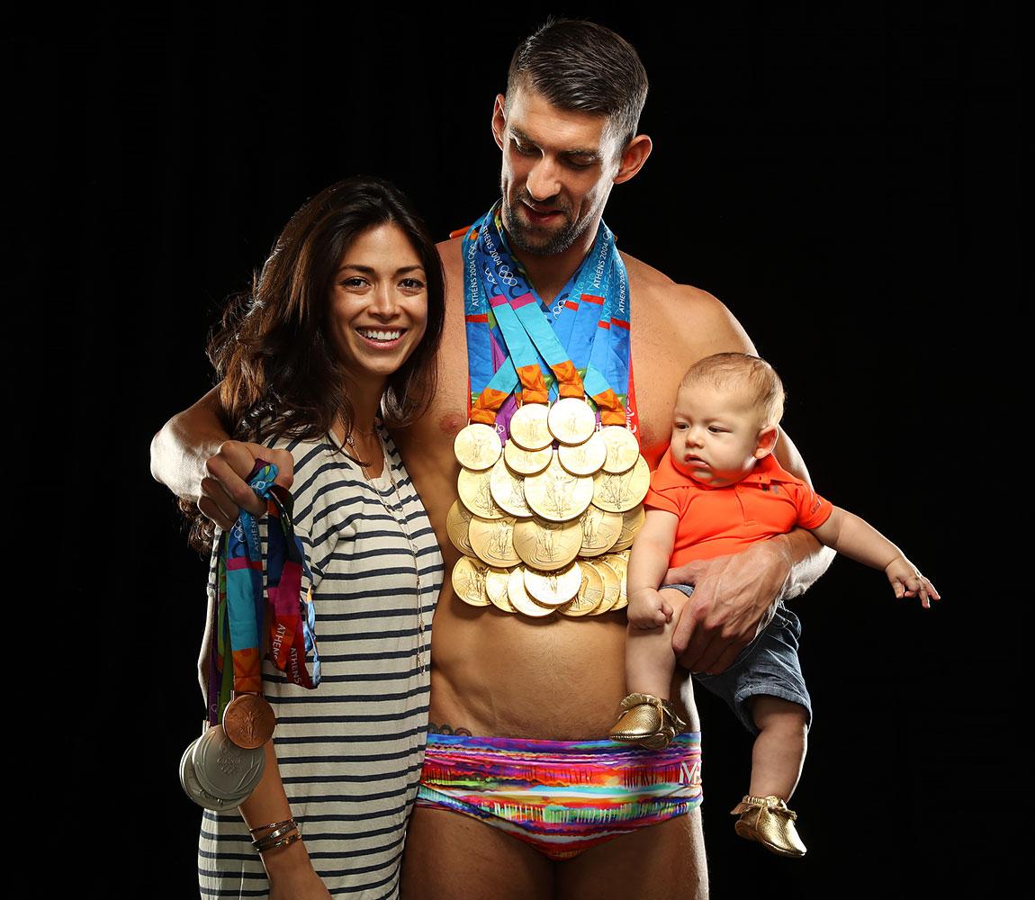 太震撼!菲鱼携23枚金牌拍写真 妻儿依偎出镜