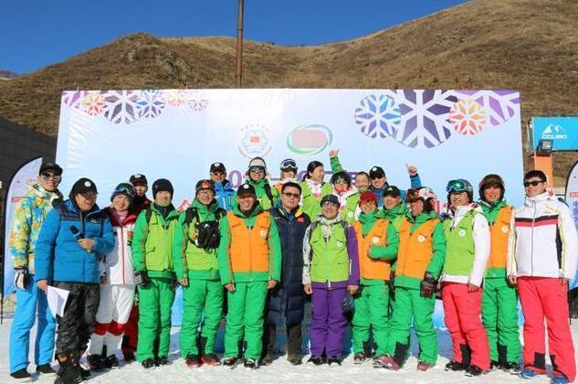 中国大众单板滑雪平行大回转系列赛完美亮相