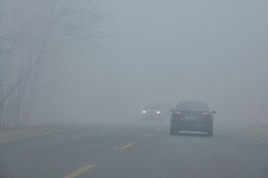 雾霾天过后如何洗车 直接冲洗拿布擦太毁车