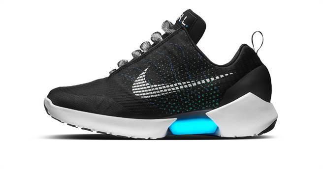 不用绑鞋带?Nike推首双自动绑鞋带运动鞋