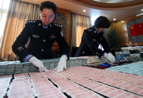武汉捣毁制贩假火车票窝点 查获空白火车票版2.4万张
