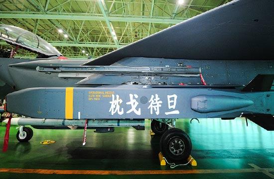 韩国F15战机新导弹上写中文?