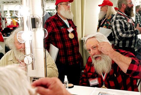 """探访圣诞学校:圣诞老人是如何""""炼""""成的"""