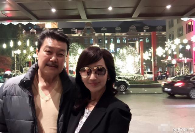 赵雅芝庆结婚31周年 晒与老公恩爱合影甜蜜温馨