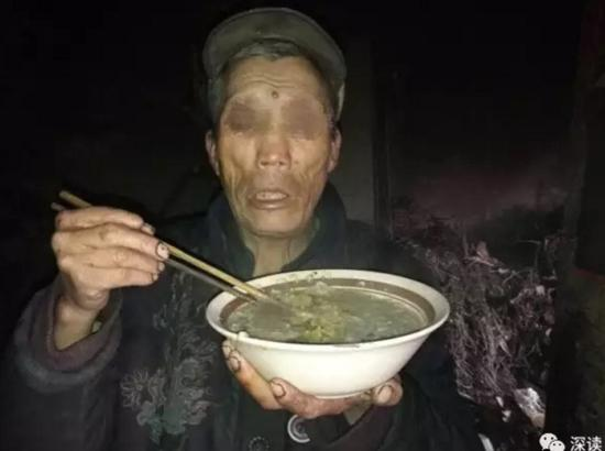 孤寡失明老人被曝吃猪食 称养老院不自由不愿去
