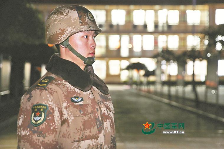 我军渤海要塞结束断电史 曾靠手电筒动手术