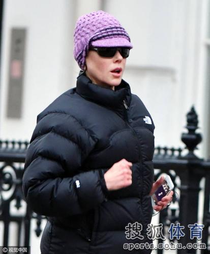49岁基德曼跑步健身 紧身裤凸显性感曲线