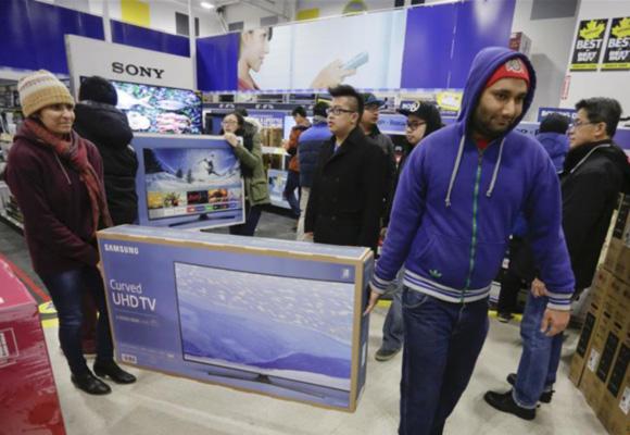 温哥华节礼日商家举行促销活动 民众抢购