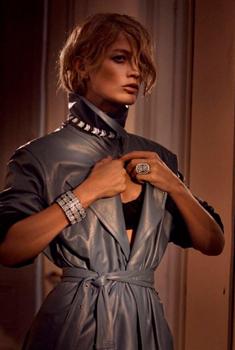 老牌超模卡洛琳·莫菲写真