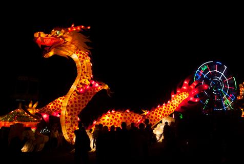 印尼灯光节迎新年 巨龙亮相颇有年味