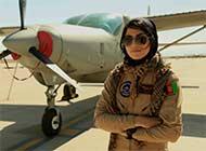 阿富汗首位女飞行员要政治避难