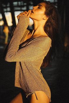 女模艾丽·马丁展迷人容颜