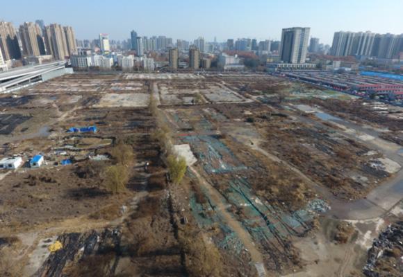 航拍郑州市区350亩地荒废2年 曾规划为公园