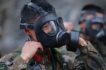 北京武警进行上百公里冬季拉练