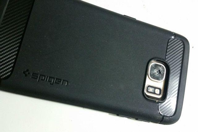 多名用户反映三星Galaxy S7后置摄像头无故破碎