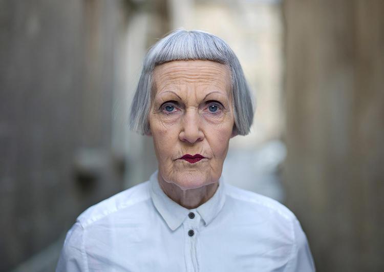 他在伦敦生活了30 多年,把伦敦街头的陌生人集结成册