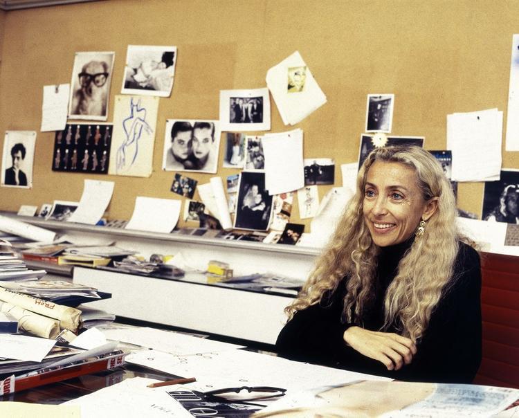 意大利 Vogue 主编逝世,她一生都在让时尚不那么肤浅
