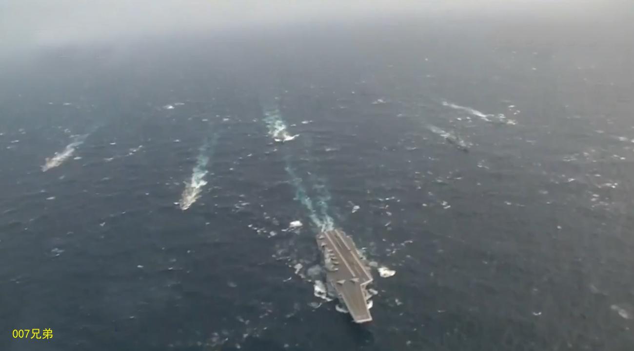 航母编队远海航行照曝光
