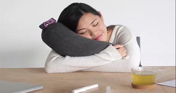 便携式枕头:一口气就能吹满 再不怕奔波