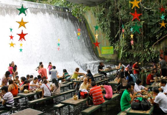 探访菲律宾瀑布餐厅 置身山水间品尝美食