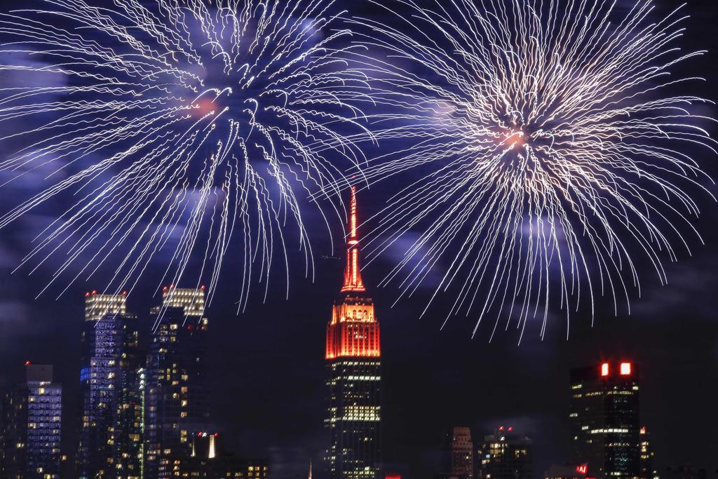 世界各地点彩灯放烟花迎新年 流光溢彩美不胜收