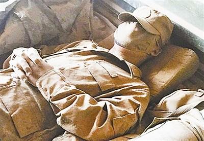 """士兵沙尘中酣睡如""""兵马俑"""":外训一天三两土"""