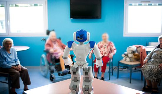 机器人最新应用 法国推出养老院服务机器人