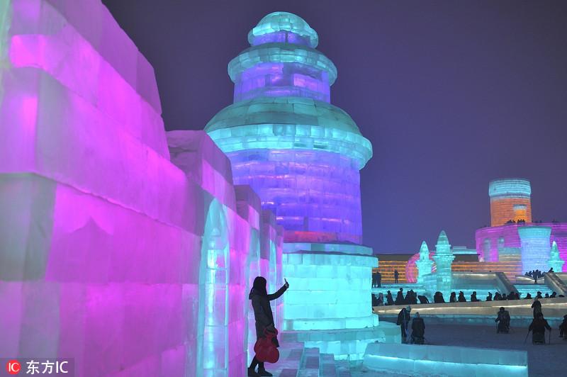 """探秘哈尔滨国际冰雪节 梦幻水晶王国美到让你""""瑟瑟发抖"""""""