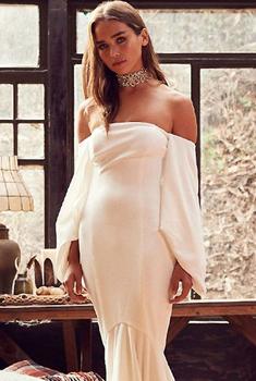 漂亮女模演绎纯白婚纱风采
