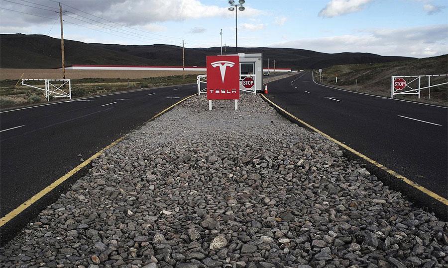 加州车主投诉特斯拉Model X意外加速