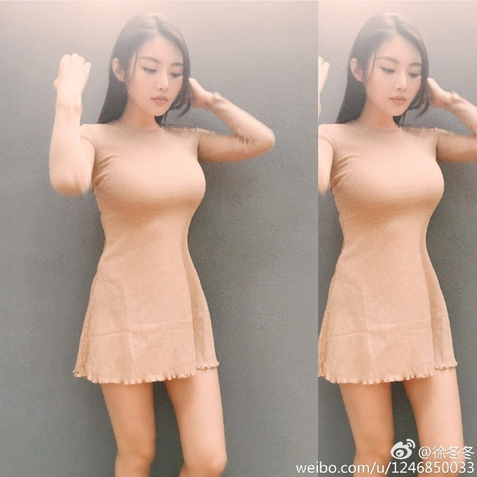 """""""大嫂""""徐冬冬穿米色紧身衣 胸前很有料"""