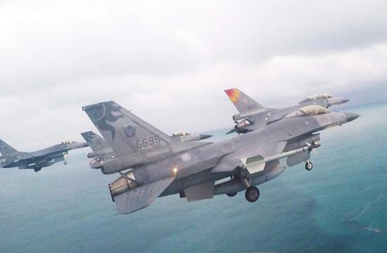 元旦假期台军出动F-16大编队