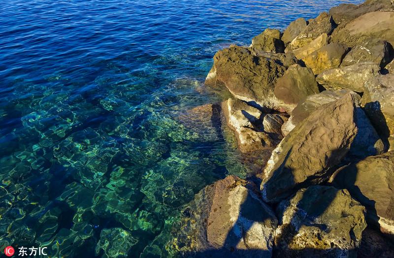 希腊圣托里尼岛:爱琴海上一颗璀璨的明珠