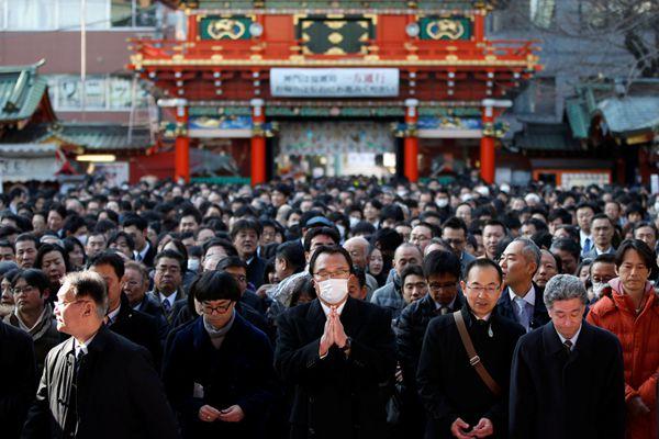 日本商人涌入神社祈福 祝愿新年财源滚滚