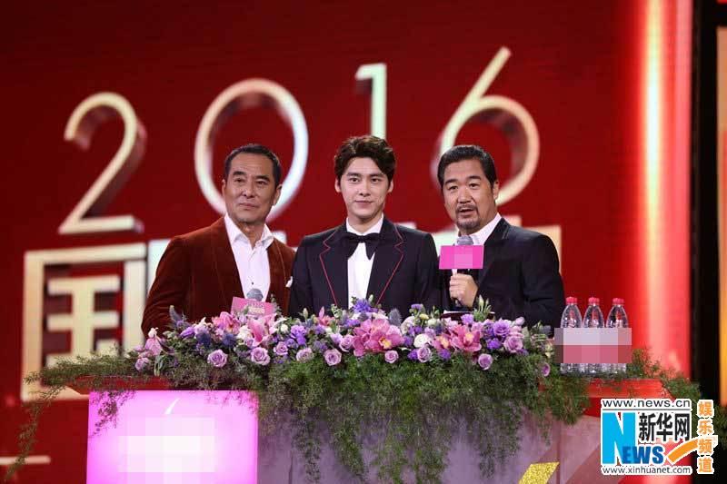 王庆祥首次跨界主持国剧盛典 李易峰贴心献唱