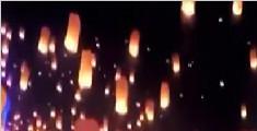 美国市民集体放飞孔明灯 满天星辰少女心爆棚了