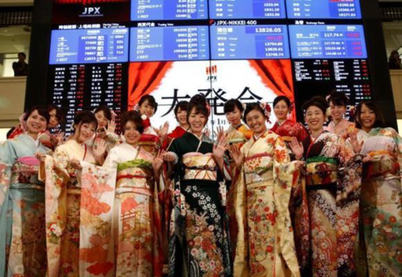 和服小姐站台东京证券交易所 微笑招手画风好甜