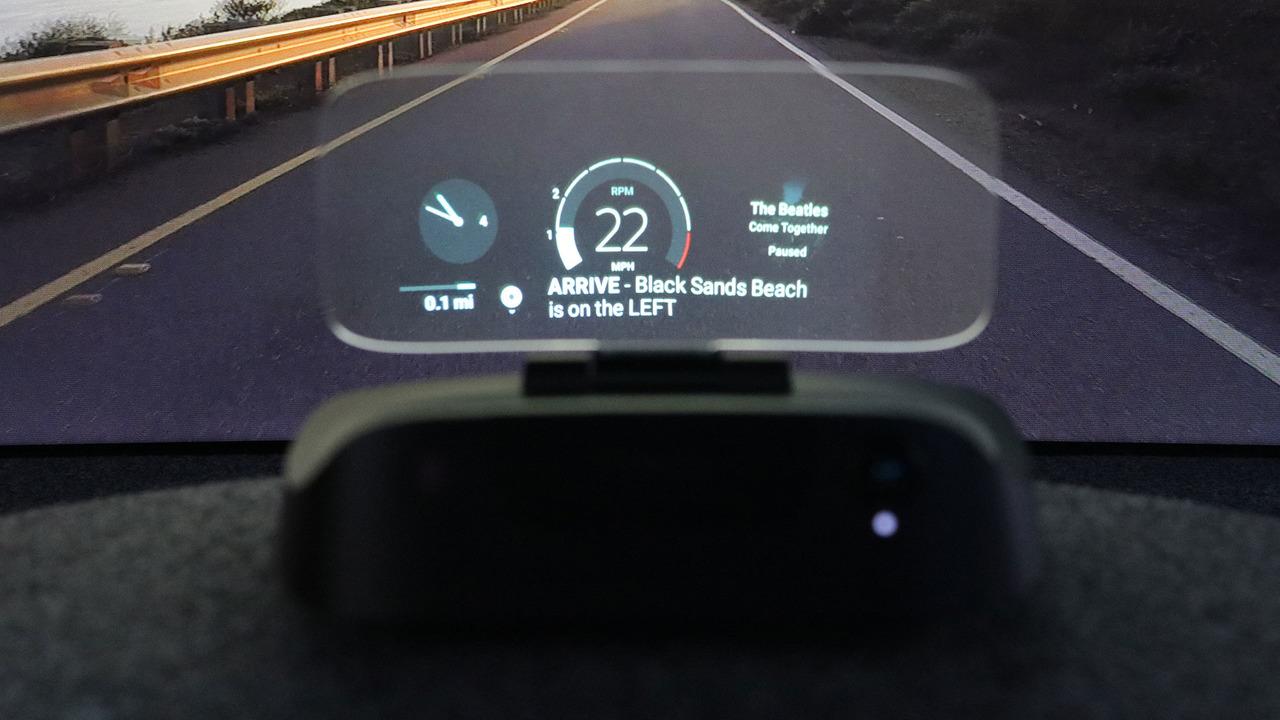 Navdy发布新型抬头显示器 与手机智能互联