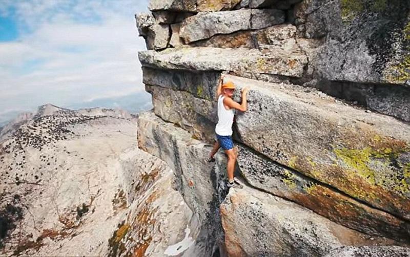 在悬崖边行走的图片和视频,他表示做这样的危险行为就是为了在ins上涨