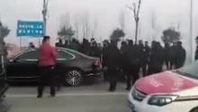 陕西两地警方持枪对峙视频曝光