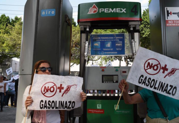 墨西哥政府大幅上调汽油价格 引发民众不满抗议持续发酵