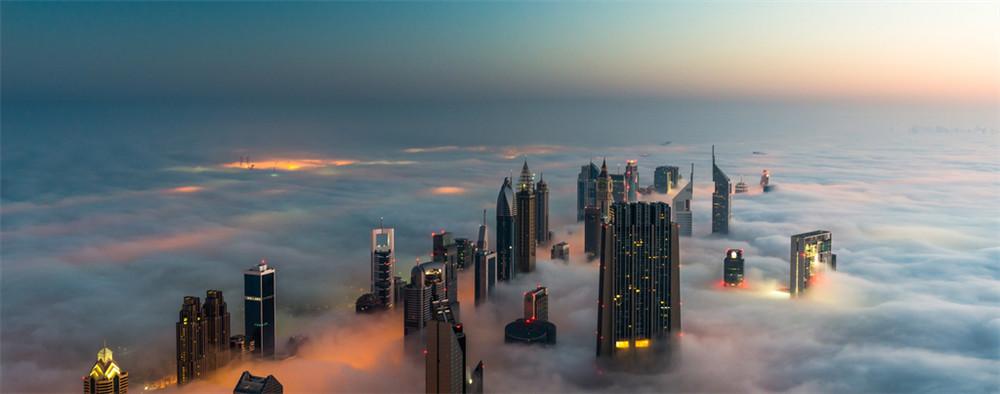 悬在云端的壮观景象