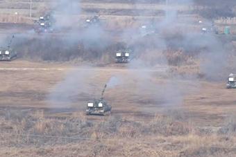 """韩国K9自行火炮""""万炮齐发"""""""