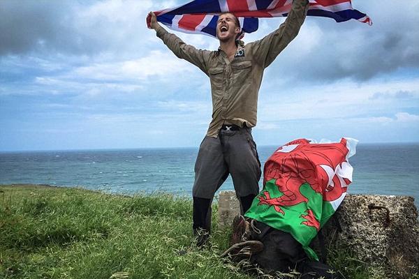英男子徒步2575公里获马达加斯加旅游大使称号