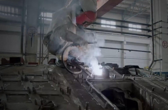 99式坦克首席技师是独臂焊工