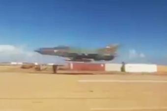 米格21超低空飞行离地不足十米