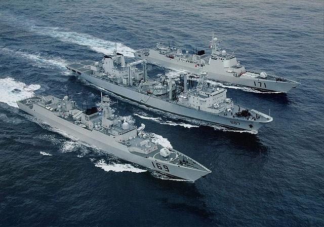 海军第25批与第24批护航编队举行分航仪式