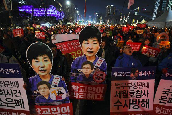 韩国民众新年新一轮集会 要朴槿惠下台