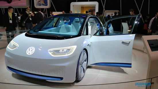 "CES2017成半个车展:智能汽车""抢镜""唱主角"